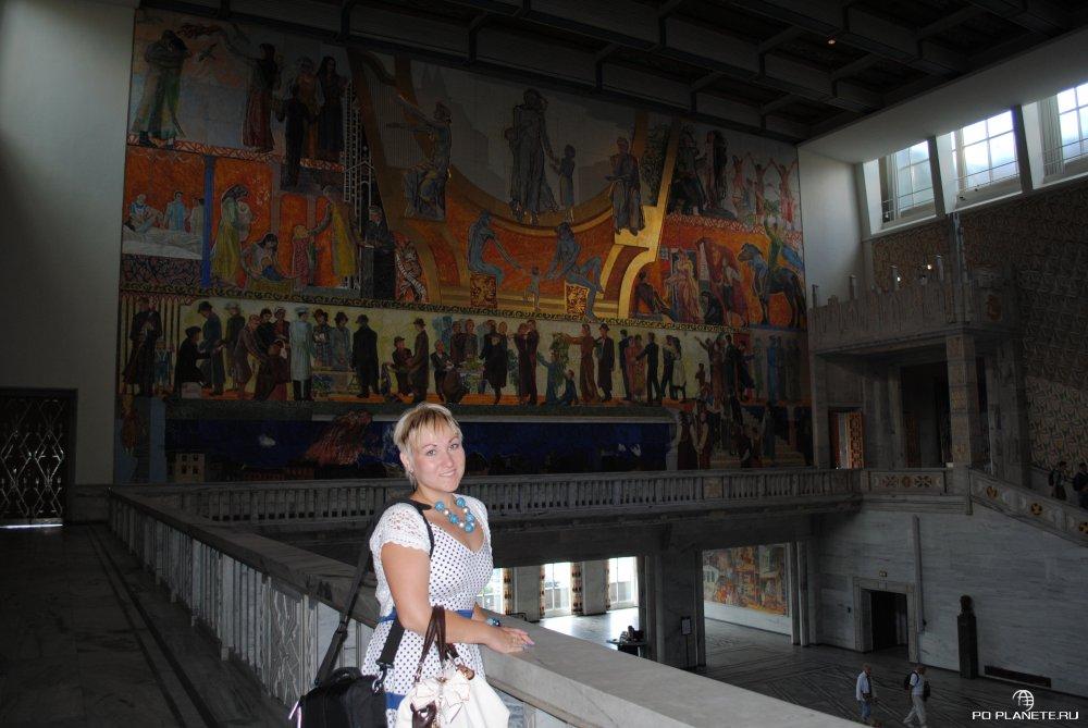 Залы украшены картинами Эдварда Мунка