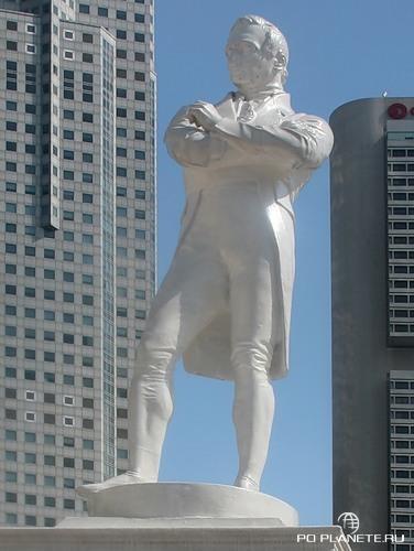 Памятник Стэмфорду Раффлзу, отцу основателю города.