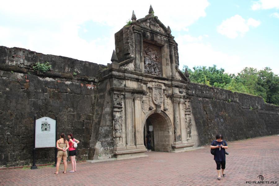 Ворота в Форт Сантьяго