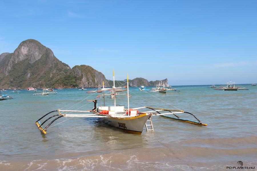 На таких лодках катают туристов в Эль Нидо