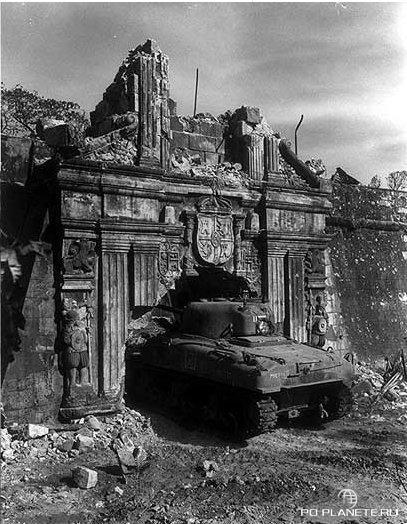А так ворота выглядели в 1945 году