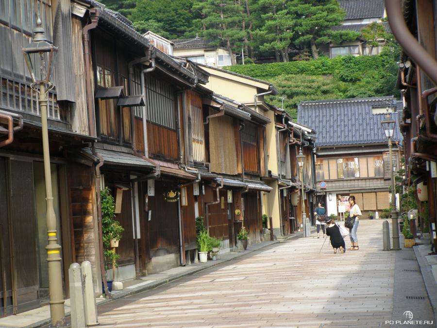 Район Хигаси-тяя-гай. Здесь можно встретить настоящих японских гейш