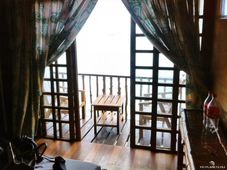 С балкона можно нырнуть прямо в море. Только не во время отлива:)