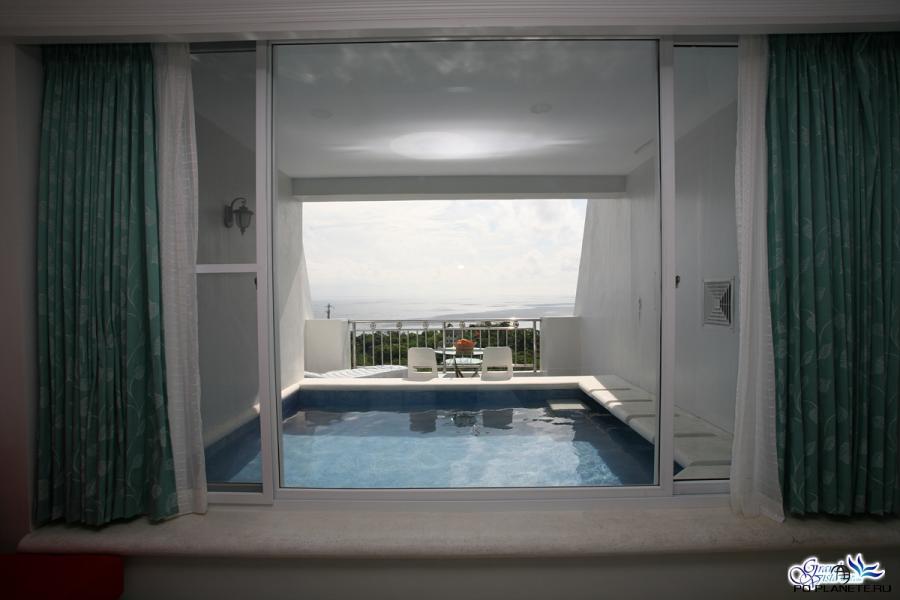 Бассейн на балконе нашего номера