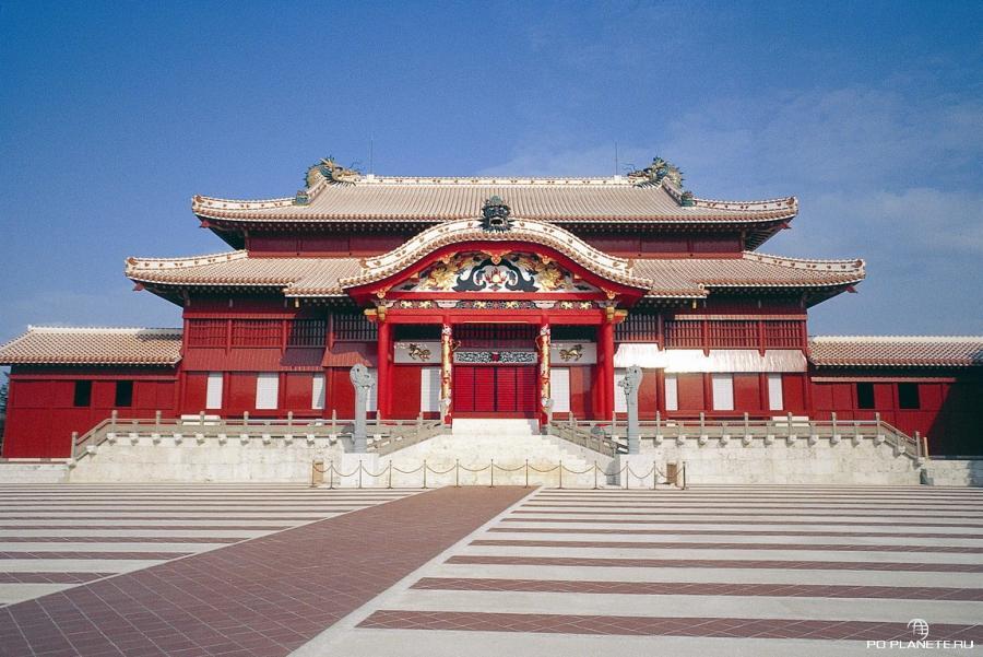 Замок Сюри в городе Наха (Окинава)