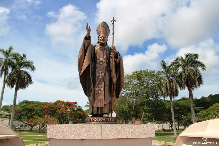Памятник Папе Римскому Иоанну Павлу II в Хагатне (Гуам)