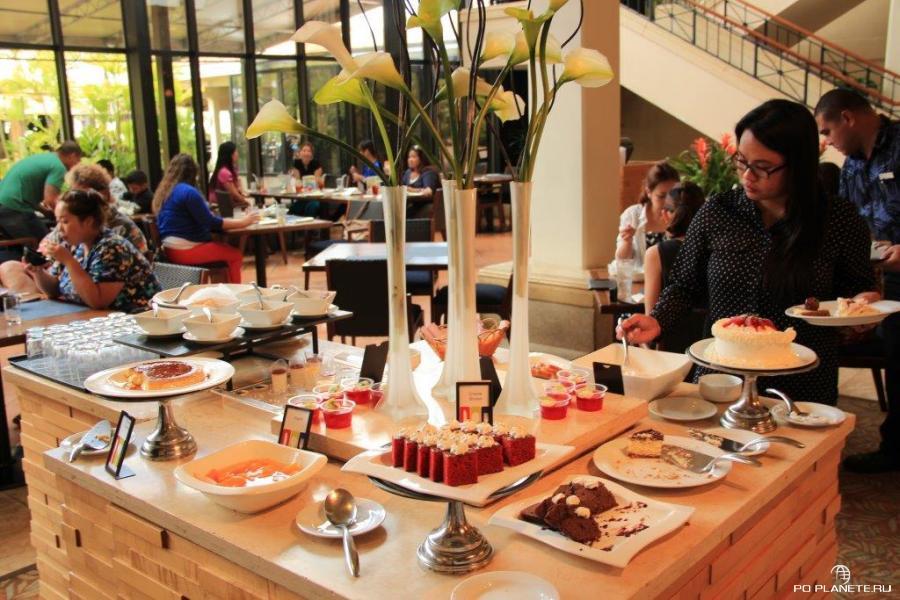 В ресторане Hilton Guam Resort & Spa огромный выбор блюд. В том числе сладостей