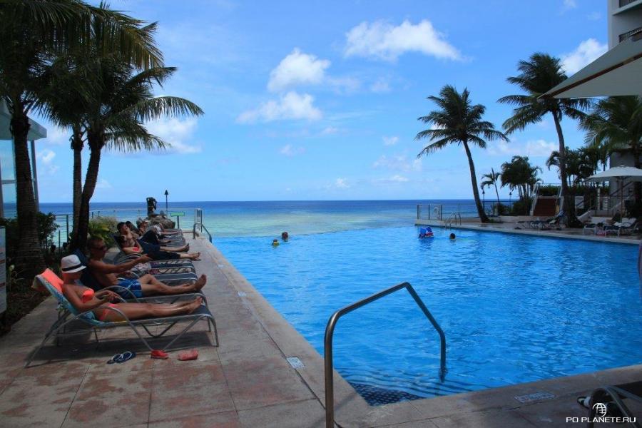 Бассейн Guam Reef Hotel