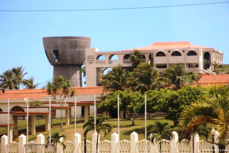 Комплекс правительственных зданий и Латтэ Независимости