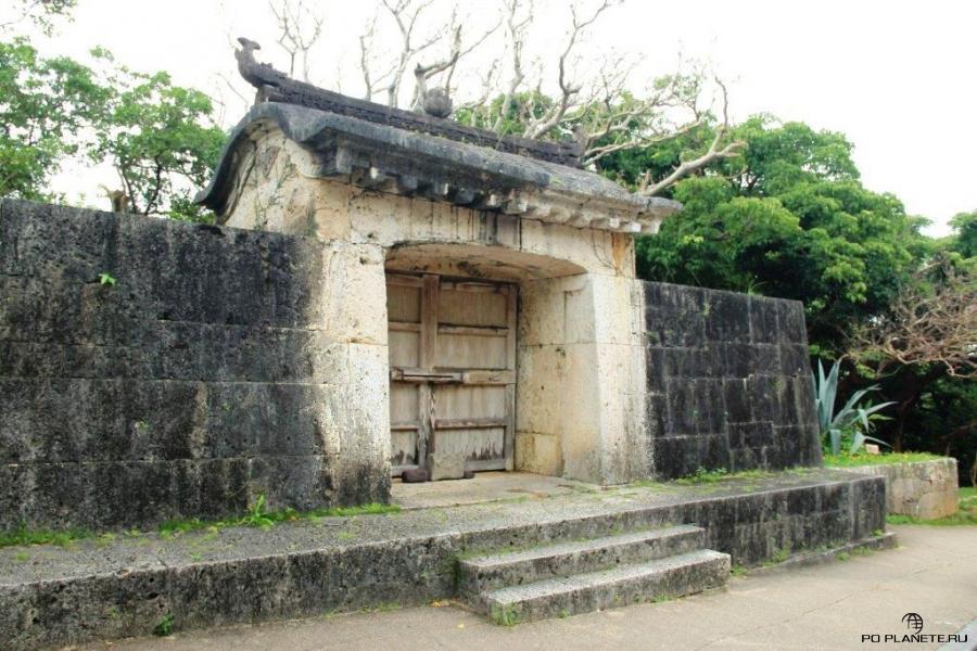 Каменные ворота Сонохян