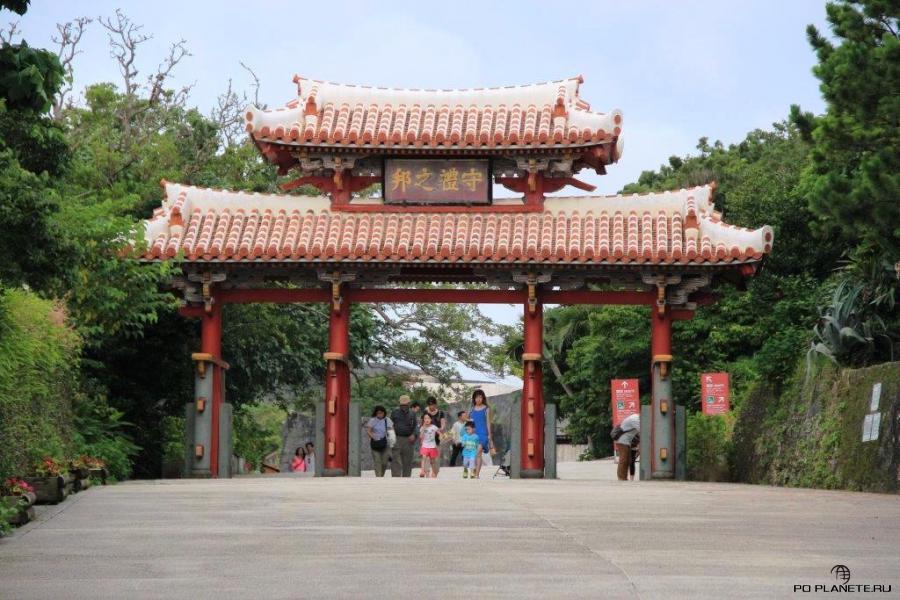 Ворота Сюрей - главные ворота в замок Сюри