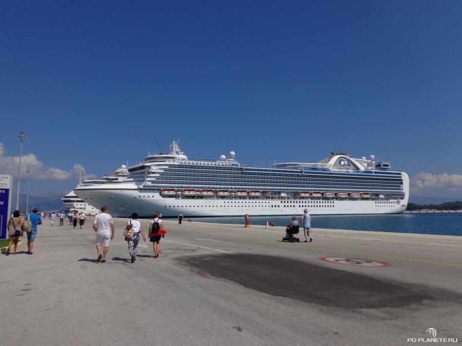 В порту Корфу