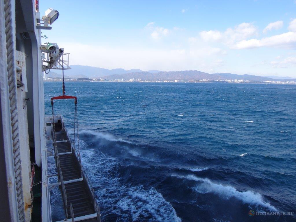 Паром Eastern Dream заходит в порт Донгхэ